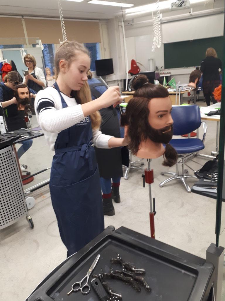 Отрабатываем мужскую стрижку